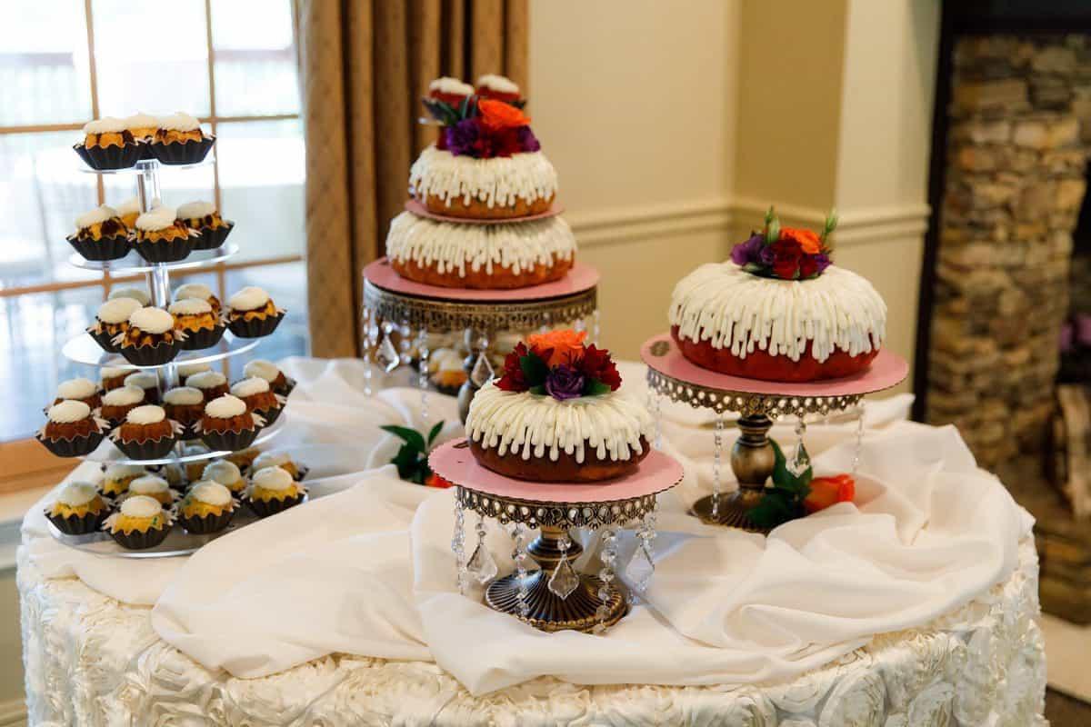 Delicious bundt cake dessert bar